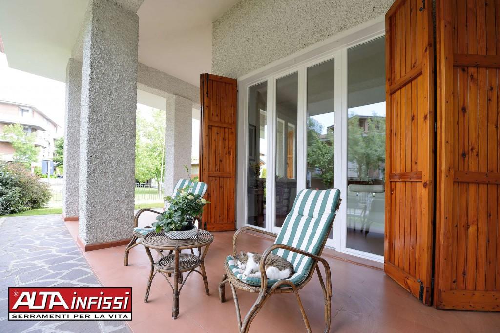 Altainfissi srl finestre in legno a reggio emilia for Altainfissi