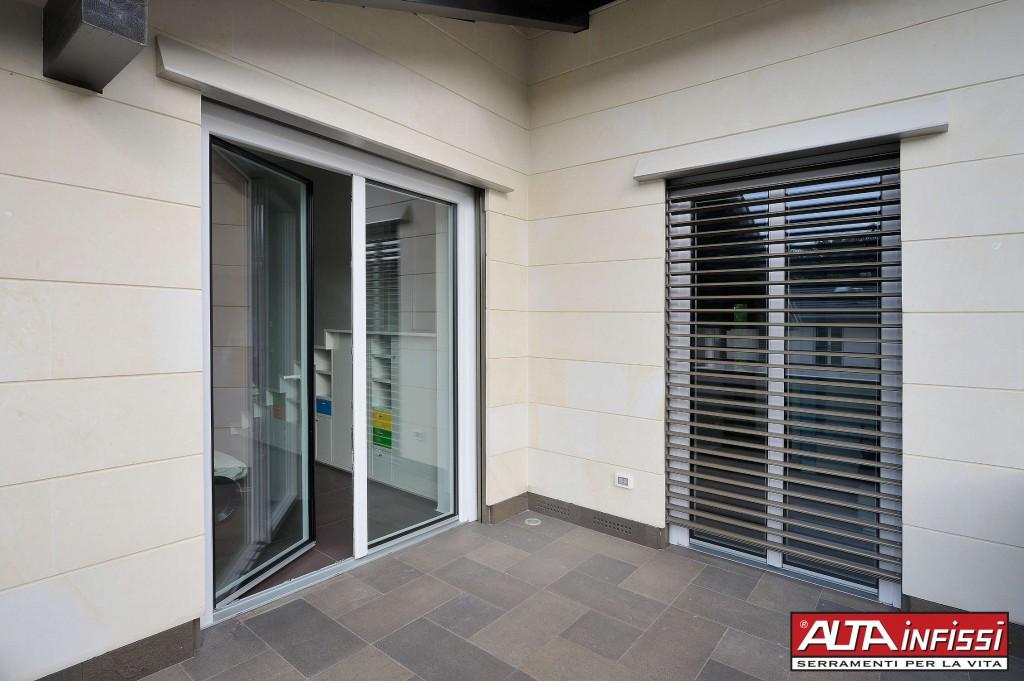 Altainfissi srl scuri persiane frangisole - Scuri per finestre in alluminio prezzi ...