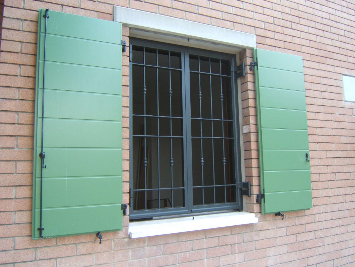 Inferriate per finestre prezzi inferriata acciaio for Guarnizioni finestre leroy merlin